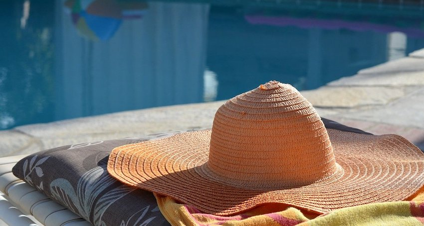 sun-hat-at-pool
